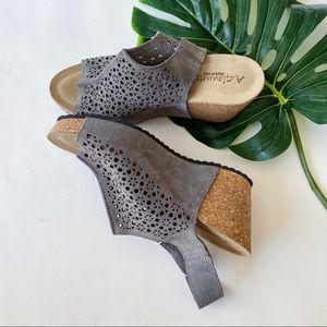 A. GIANNETTI | LASER PERFORATED | WEDGE SANDALS